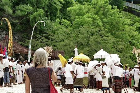 memotret upacara adat Bali