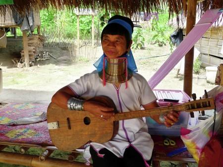 Suku Karen Tertua