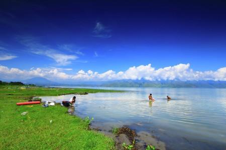 Mom, We Want To Swim At Lake Toba