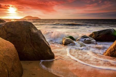 Deru ombak pantai