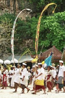 upacara adat Odalan, Bali