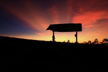 Ketika Matahari Terbit di Pegunungan Merapi