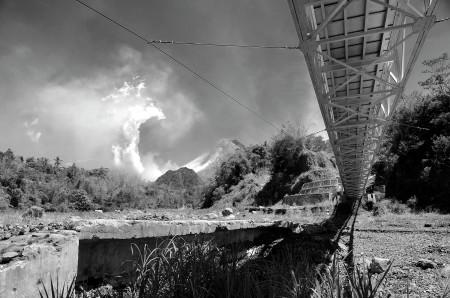 Gunung Merapi Berlidah Putih