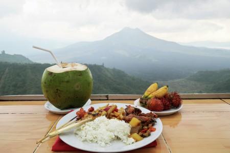 Makan Siang di Kintamani